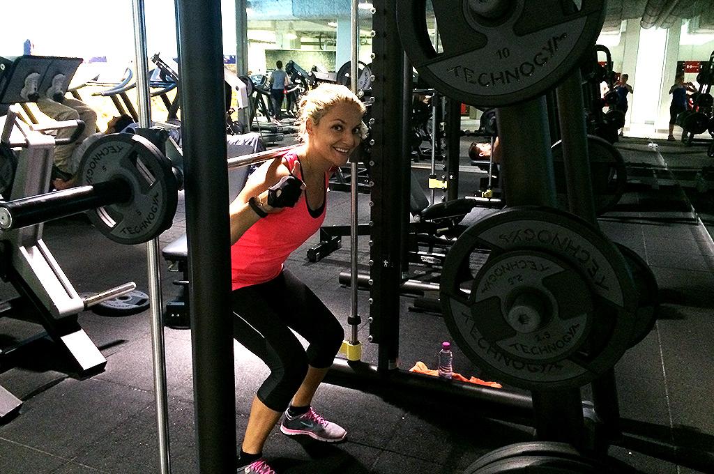 squats meilleur exercice de musculation pour femmes cuisses fessiers. Black Bedroom Furniture Sets. Home Design Ideas